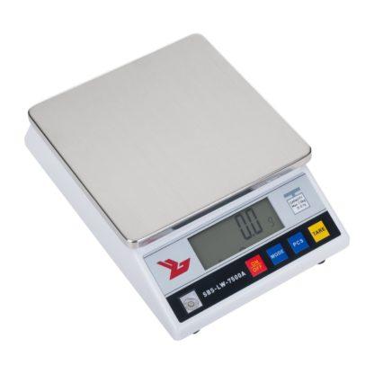 Presné váhy - 7500 g0,1 g - SBS-LW-7500A (3049) 1 7 500 g/0,1 g plocha na váženie 18 x 18 cm 26 x 8 x 18 cm zahrievací čas: 3 min LCD displej